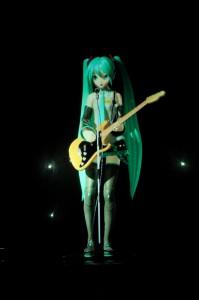 Мику с гитарой